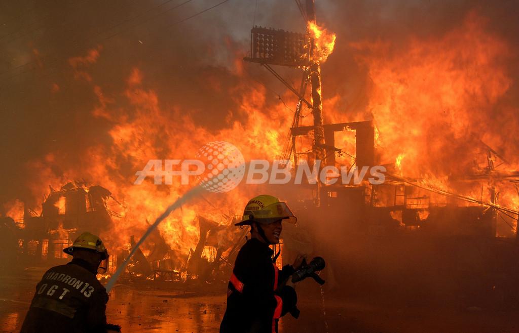 フィリピンのスラム街で火災、600棟焼失