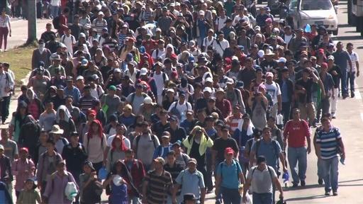動画:米国目指すエルサルバドル人2000人が首都出発、長い旅を開始