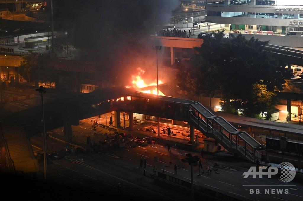 香港、大学周辺でデモ隊が火炎瓶 「実弾」使用やむを得ないと警察