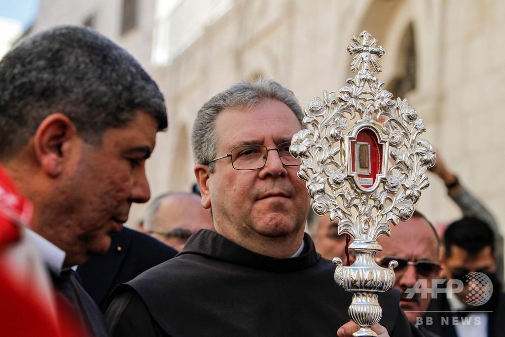 キリストが寝た飼い葉おけの木片、ベツレヘムに里帰り 約1300年ぶり