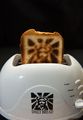 焼き上がったトーストにキリストの顔、米メーカーが発売