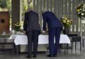 米国務長官らが千鳥ヶ淵墓苑で献花
