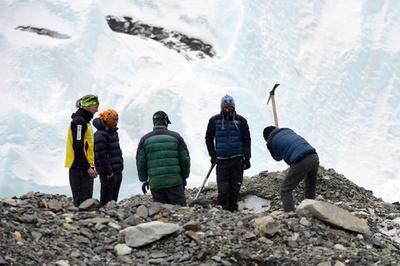 エベレスト登山、熟練ガイドの不足が大打撃に【再掲】