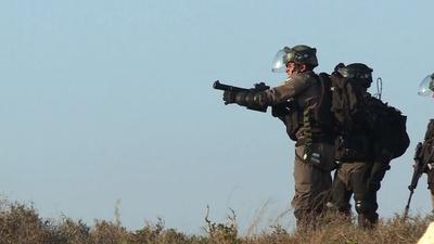 動画:パレスチナ人らとイスラエル部隊が衝突、AFP記者2人負傷