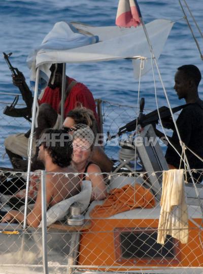 ソマリア海賊から人質救出の瞬間、仏軍特殊部隊
