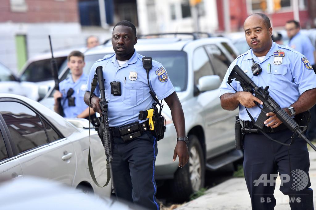 米フィラデルフィアで銃撃、警官6人負傷 容疑者を拘束