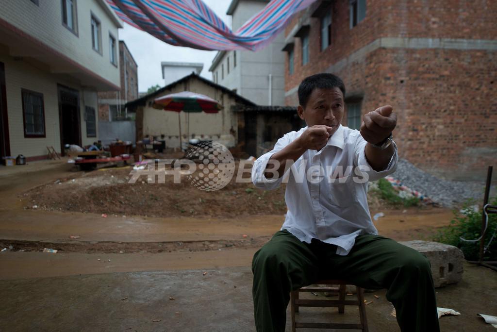 一獲千金求めて、ガーナの金鉱で違法採掘する中国人