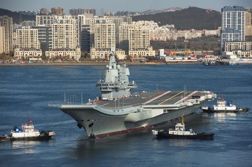 中国初の国産空母、台湾海峡を通過 再選狙う台湾総統けん制か