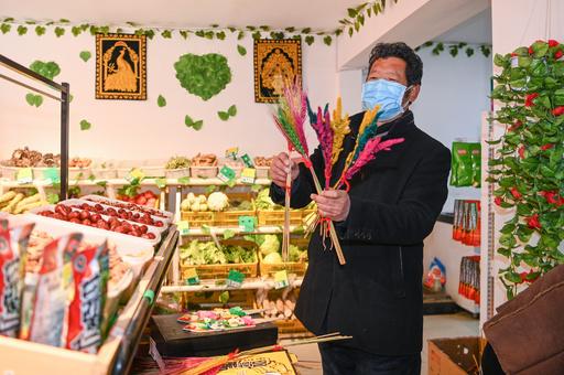 チベット正月の祝い品、ネット購入と宅配強化 市場での感染拡大防止
