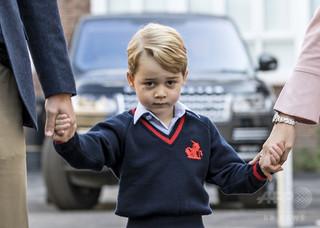 英ジョージ王子の学校に侵入しようとし逮捕の女、王室の「熱狂的ファン」