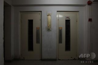 エレベーター内に1か月放置、中国で女性死亡