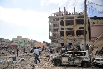 ソマリア首都でホテル襲撃、28人死亡 過激派が犯行声明