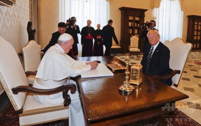 トランプ大統領、フランシスコ法王と会談 「大変な名誉」