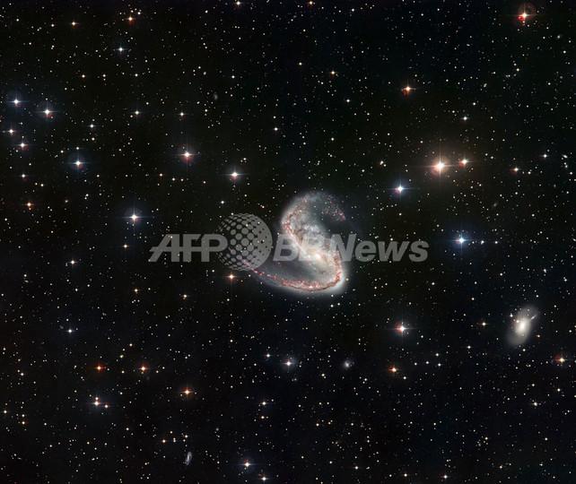 南天に輝くアシンメトリーな銀河...