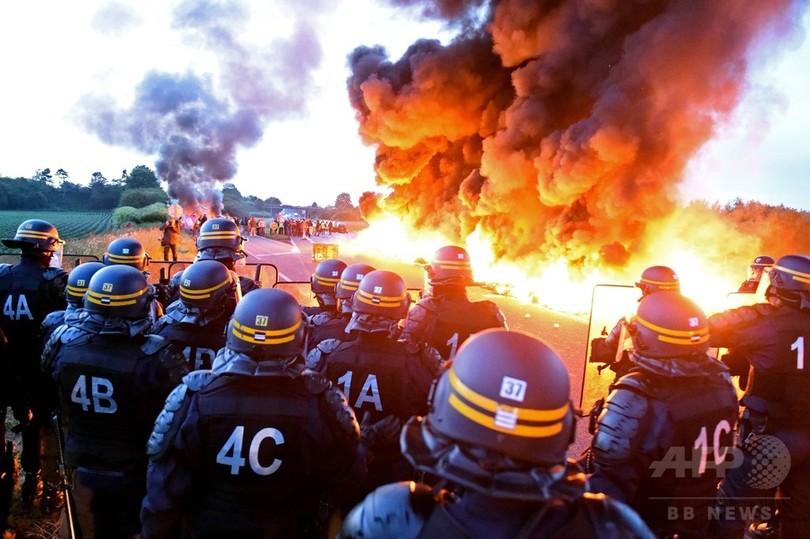 仏で労働法改革スト拡大 市民生活に影響、各地で衝突も