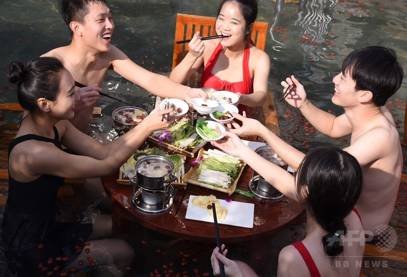 ちょっと斬新? 温泉でいただく鍋料理、中国