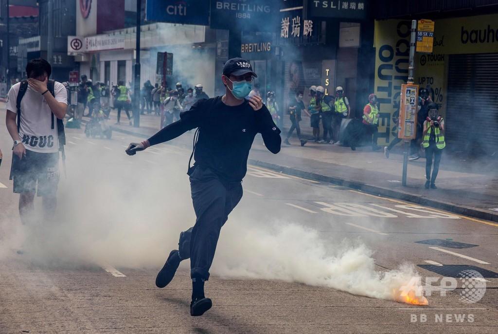 香港で「国家安全法」めぐる抗議デモ、警察は催涙弾発射