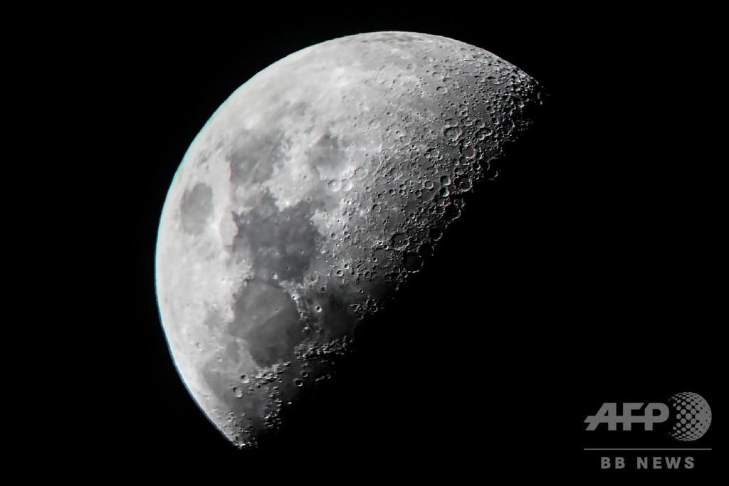 月面の水、想定より大量に存在か 新たな観測結果