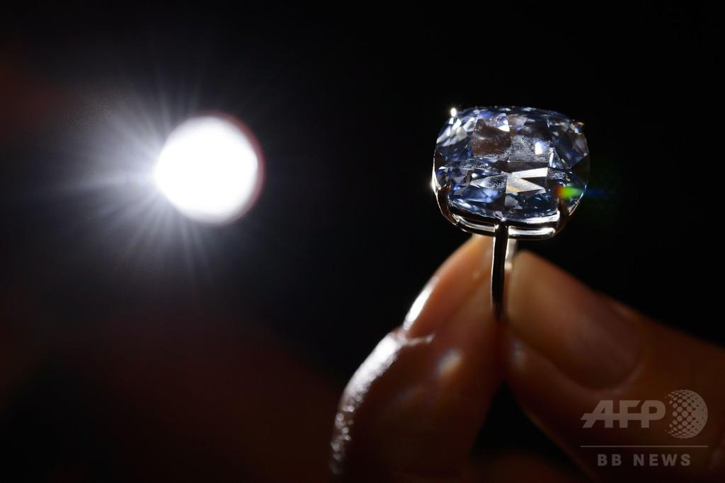 香港富豪、7歳娘のために59億円でダイヤ落札