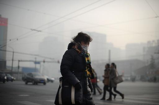 北京を覆う分厚いスモッグ、PM2.5が指針値の20倍に