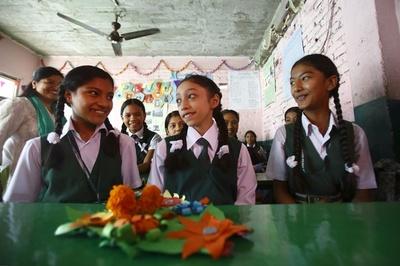 元「生き神」の12歳少女が初登校、クマリ退任で ネパール