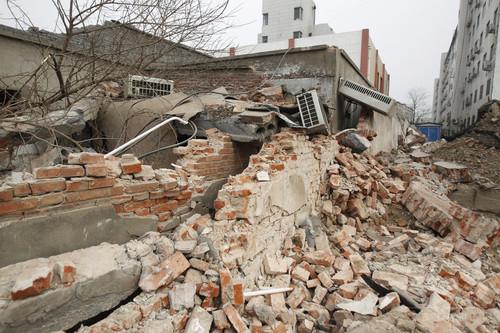 患者や医師いる病院を解体 中国河南省