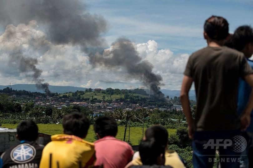 フィリピン南部マラウィ、軍と過激派が激戦 死者300人以上に