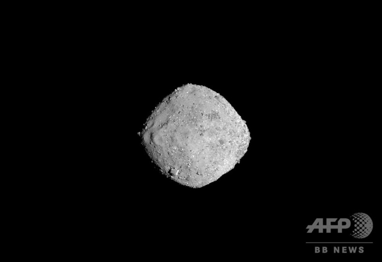NASA探査機、地球近傍小惑星「ベ...