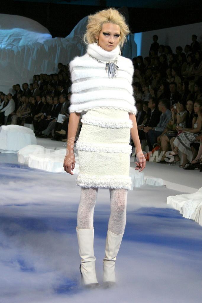 シャネル」10/11年秋冬プレタポルテ、都内でファッションショー