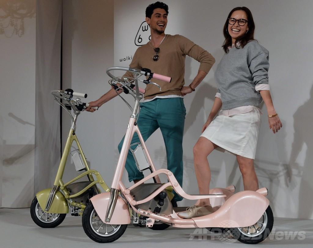 歩くようにペダルを踏む三輪車「ウォーキングバイシクル」
