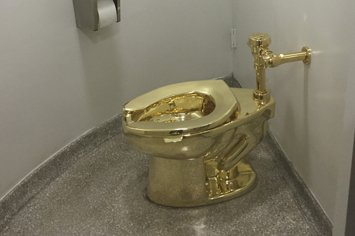 「黄金の便器」、展示中の英宮殿から盗まれる 配管壊され水浸しに