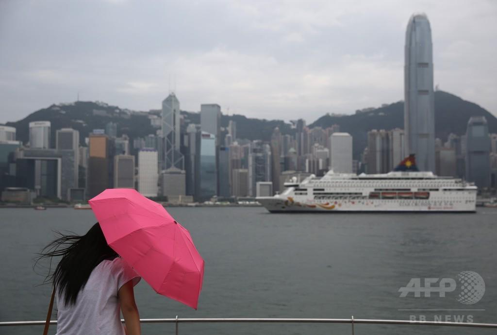 「胸で警官に暴行」、香港の女に実刑判決