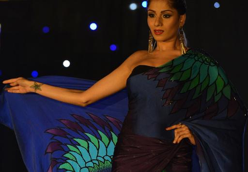 スリランカでファッションショー、地元デザイナー新作披露