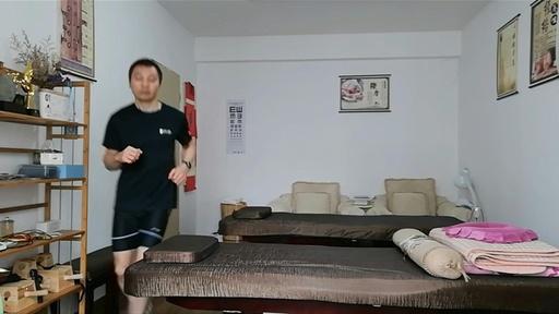 動画:自宅内で66キロ走破!家に閉じこもる中国人ジョギング愛好家が偉業