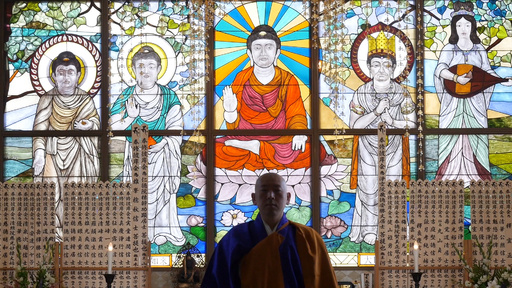 動画:仏教画ステンドグラス、後光をあびて
