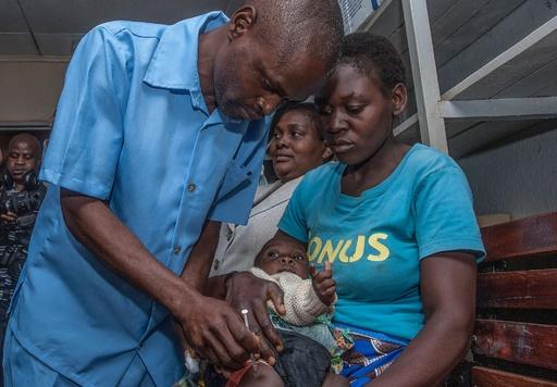 世界初のマラリアワクチン、マラウイで接種開始