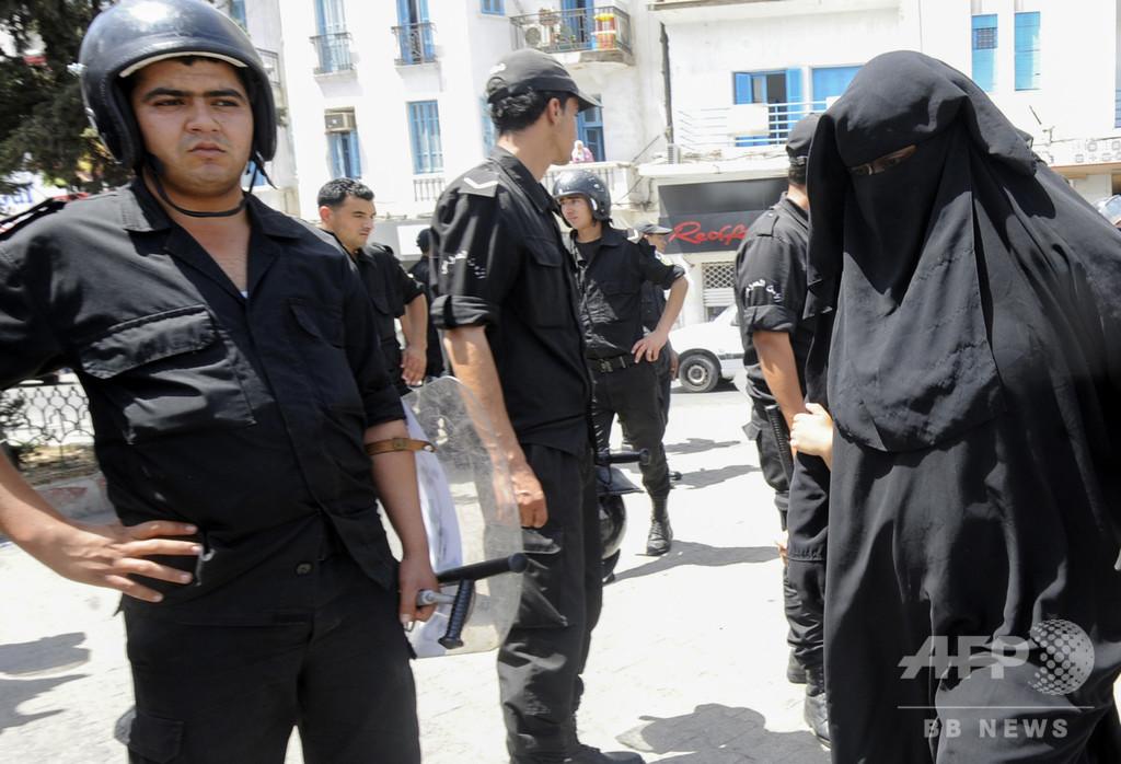 顔隠れるニカブの着用、官庁では禁止 連続自爆攻撃を受け チュニジア