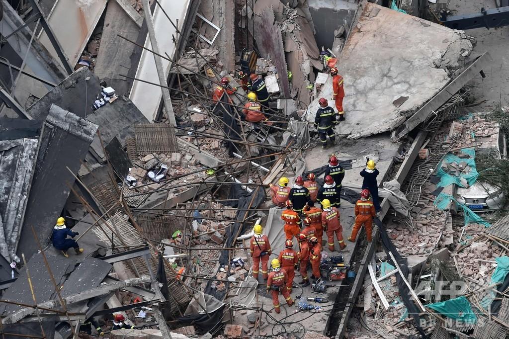 上海で改築工事中のビル崩壊、5人死亡
