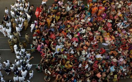 女子学生集団レイプ殺害、3人に死刑判決 インド