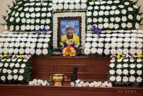 朴氏退陣要求デモで焼身図った僧侶が死亡、韓国