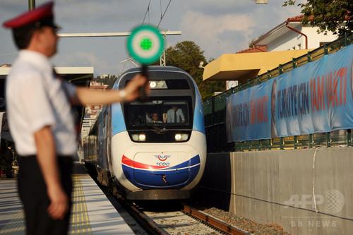 トルコ高速鉄道が開通、首相乗車も一時停止で遅延