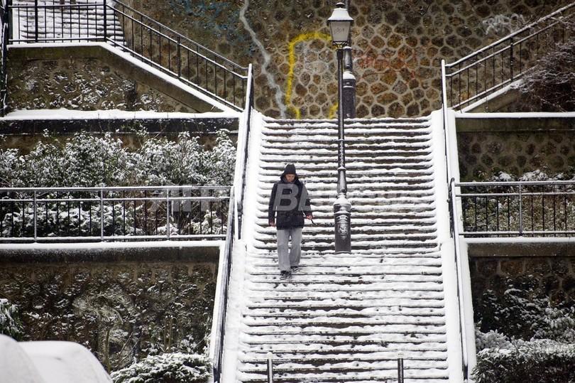 欧州北西部に晩冬の豪雪、空と陸の便に大きな混乱