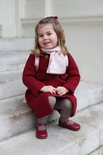 英国のシャーロット王女、保育園に初登園