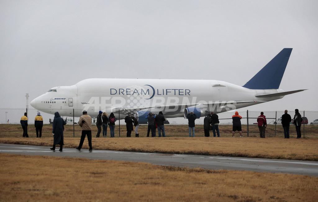 小さな空港に巨大貨物機が誤着陸、米カンザス州