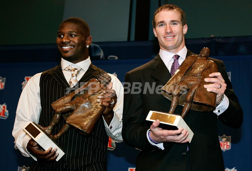 <06NFL>トムリンソンとブリーズ 「ウォルター・ペイトン賞」を受賞 - 米国