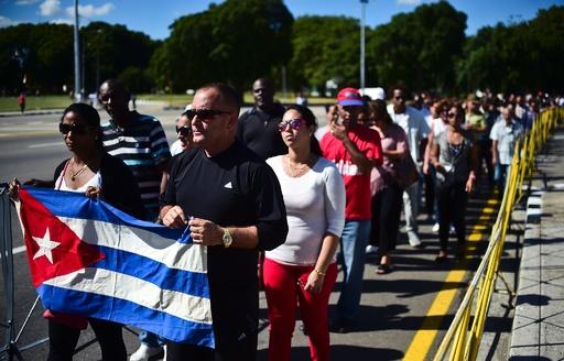 カストロ前議長に最後のお別れ、弔問の市民が長蛇の列 キューバ
