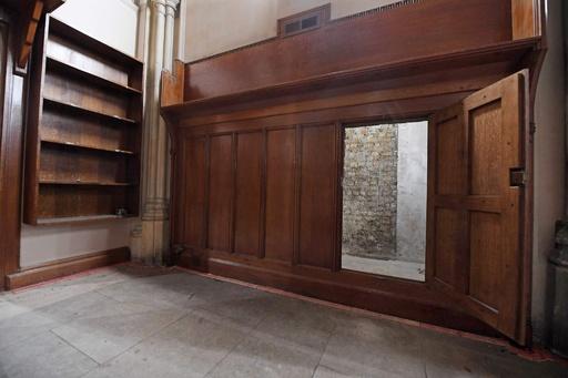 扉の向こうに秘密の通路 70年以上放置 英議会議事堂