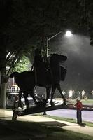 南部連合の記念物、米各地で夜間に次々撤去 ボルティモアなど