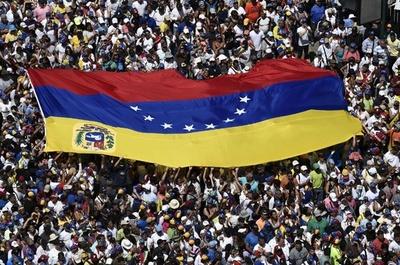 トランプ氏、ベネズエラ軍事介入も「選択肢」 米州諸国はカナダで会合へ