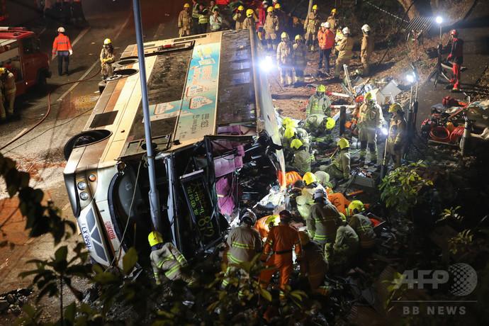 香港のバス横転事故、被害者に哀悼の意 春節の花火大会中止
